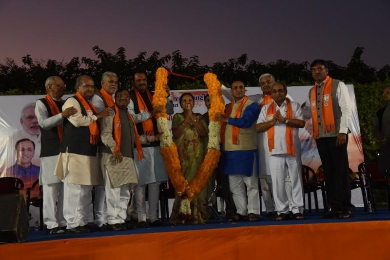 ગુજરાત રાજ્યના પૂર્વ મુખ્યમંત્રી અને ભાજપાના વરિષ્ઠ કાર્યકર્તા શ્રીમતી આનંદીબેન