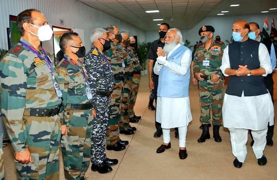 Combined Commanders Conference 2021ની પૂર્ણાહુતિ પ્રસંગે માન. પ્રધાનમંત્રી શ્રી Narendra Modi જીએ વિશેષ ઉપસ્થિતિ દર્શાવી સૈન્ય અધિકારીઓની મુલાકાત લીધી.