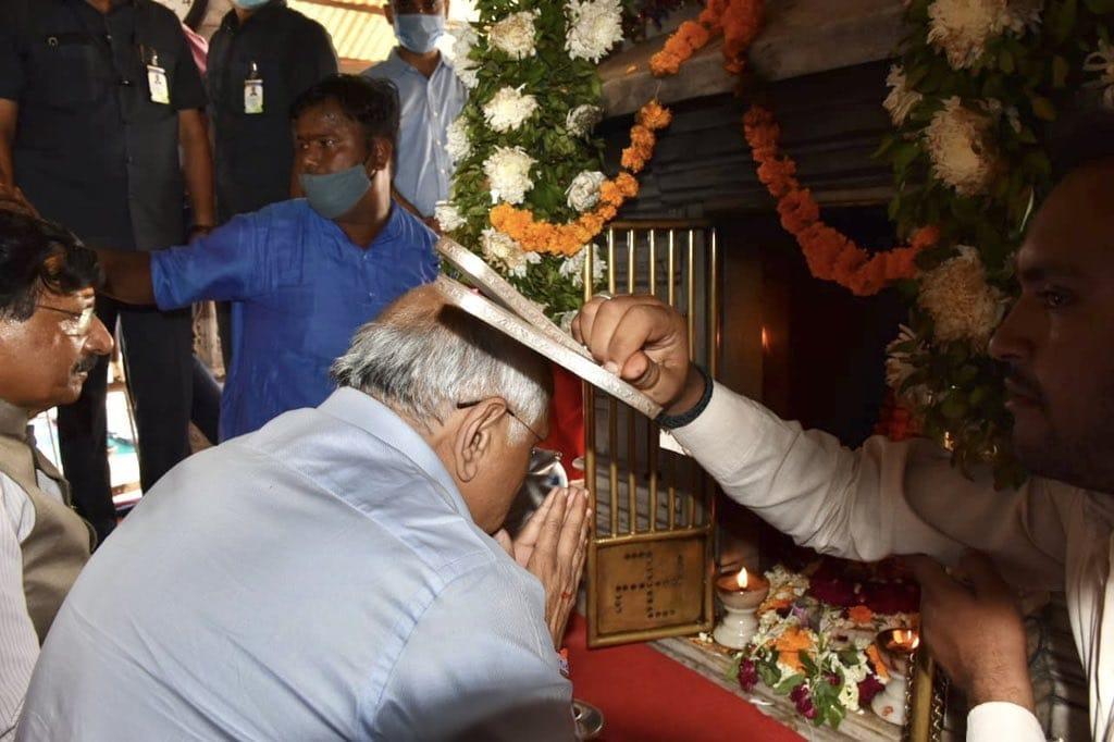 આજરોજ શક્તિપીઠ અંબાજી ખાતે માન. મુખ્યમંત્રી શ્રી ભૂપેન્દ્રભાઈ પટેલે ગબ્બર ગોખમાં મા અંબાની દિવ્ય જ્યોતિના દર્શન કરી આશીર્વાદ પ્રાપ્ત કર્યા.